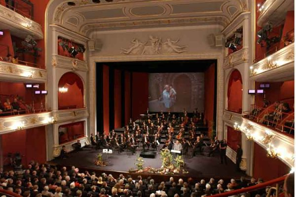 n rnberger philharmoniker musikalische aus dem opernhaus des staatstheater n rnberg klassik. Black Bedroom Furniture Sets. Home Design Ideas